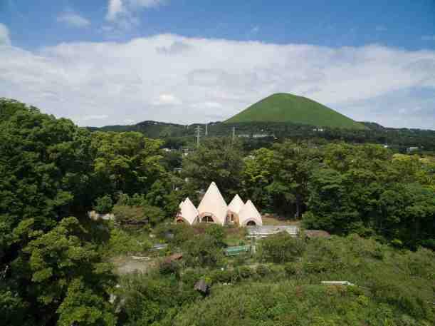 Jikka, une maison tipi située en pleine forêt au Japon 01
