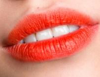 La «bouche blur» ou bouche floue : Une nouvelle façon de porter son rouge à lèvres