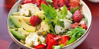 Salade de fraises et avocat au chèvre