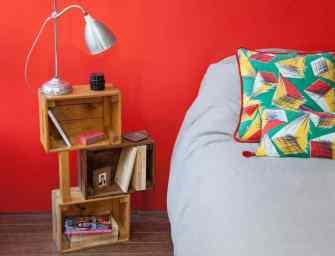 DIY : Réalisez une table de nuit avec des caisses en bois