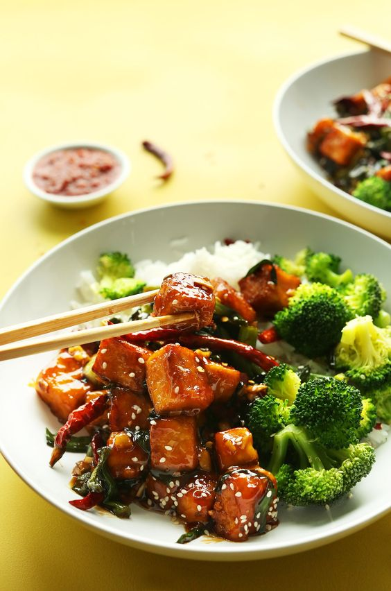 Sauté de tofu et de légumes et au gingembre