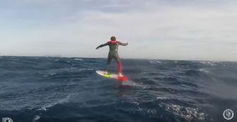 Philippe Caneri teste l'hydrofoil en mer Méditéranée