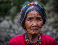 Philippines : Whang-Od, une tatoueuse traditionnelle et centenaire