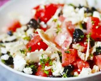 Pastèque, olives et feta en salade