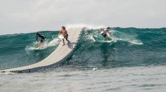 Le Dock, un pont flottant pour surfer sans ramer