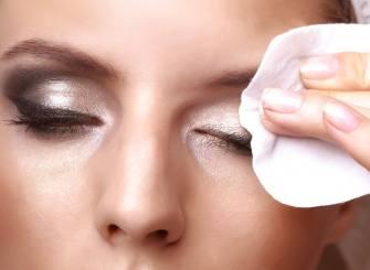 Comment retirer le maquillage des yeux en toute sécurité ?