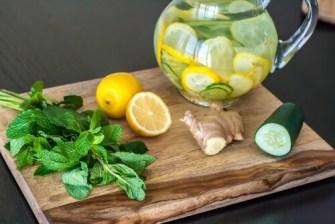 L'eau au citron, au gingembre et au concombre