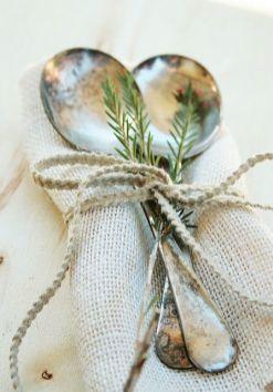 Une table raffinée au décor rustique chic pour Noël 07