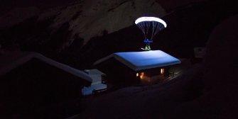 Moonline : Valentin Delluc vole de nuit en parapente, une première mondiale