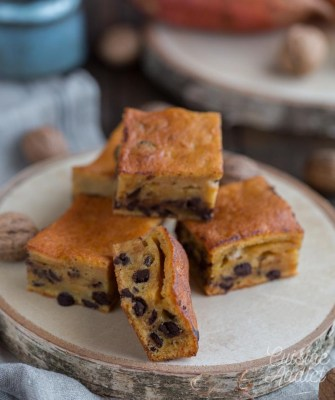 Gâteau à la patate douce, aux noix et aux pépites de chocolat