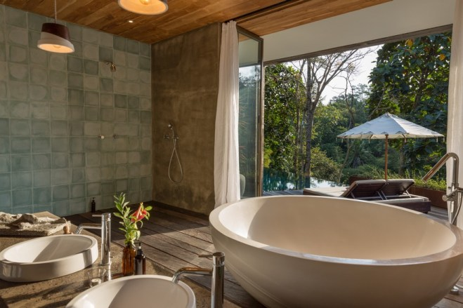 Villa-Chameleon-Features-Breathtaking-Views-in-the-Balinese-Jungle-2