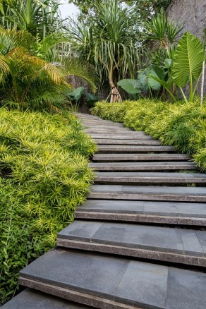 Villa-Chameleon-Features-Breathtaking-Views-in-the-Balinese-Jungle-4