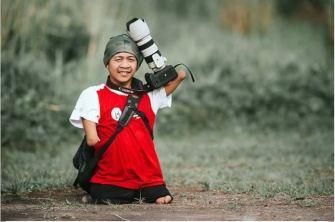 Un photographe né sans bras ni jambes dévoile ses magnifiques photos.