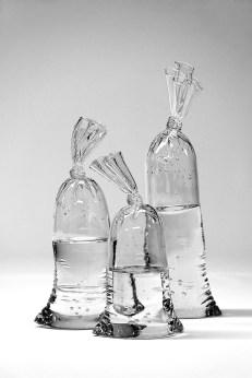dylan-martinez-verre-sacs-remplis-deau-5
