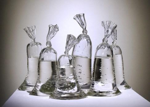 dylan-martinez-verre-sacs-remplis-deau-6