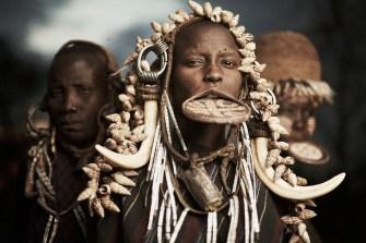 Découvrez les cultures tribales oubliées avec Adam Koziol.