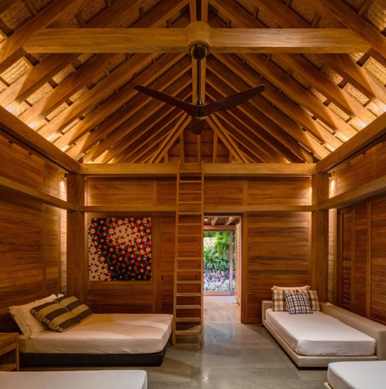 interieur-maison-secondaire-bois-authentique
