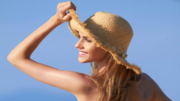lady-sun-hat-smiling
