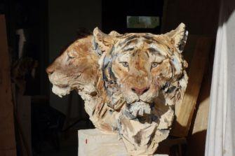 Les sculptures à la tronçonneuse de l'artiste Jürgen Lingl-Rebetez