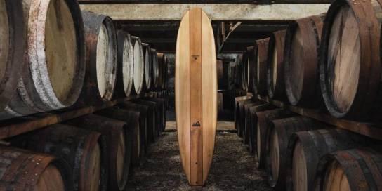 Une planche de surf fabriquée à partir de barils de whisky écossais