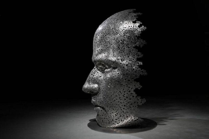 Les-Sculptures-grandeur-nature-de-Chaînes-de-Vélo-expriment-des-Émotions-humaines-puissantes-01