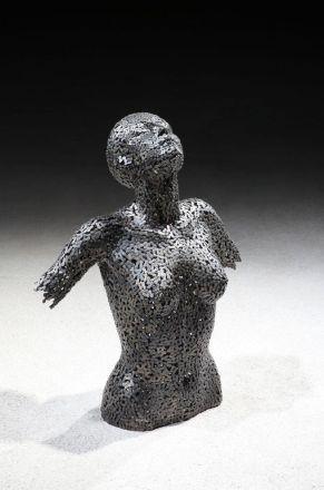 Les-Sculptures-grandeur-nature-de-Chaînes-de-Vélo-expriment-des-Émotions-humaines-puissantes-02
