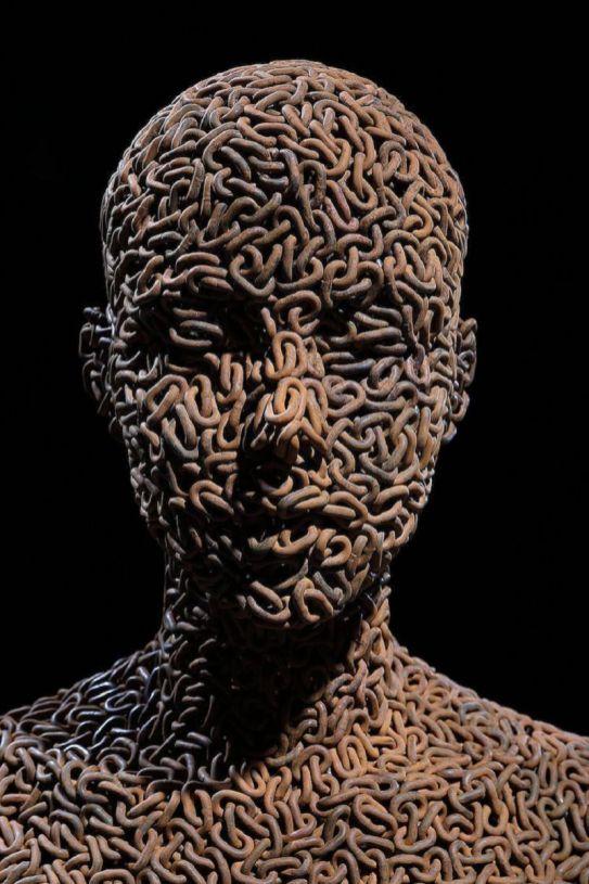 Les-Sculptures-grandeur-nature-de-Chaînes-de-Vélo-expriment-des-Émotions-humaines-puissantes-16