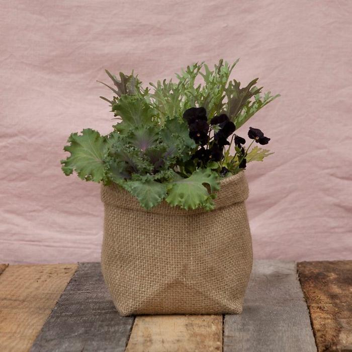diy comment r aliser un cache pot en toile de jute. Black Bedroom Furniture Sets. Home Design Ideas