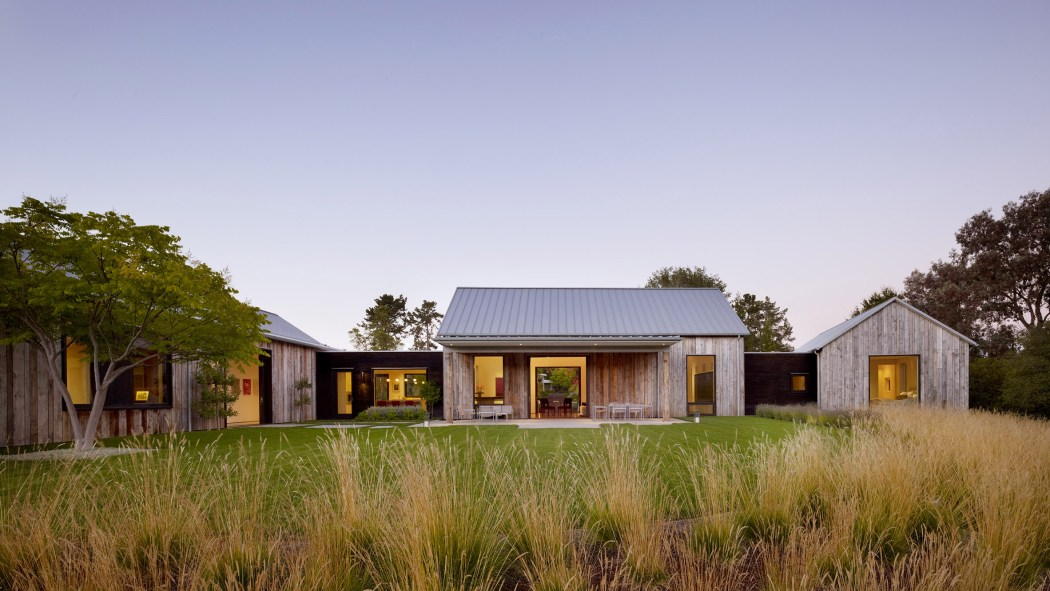 portola-valley-barn-walker-warner-architects-architecture-residential-california-usa_dezeen_2364_hero