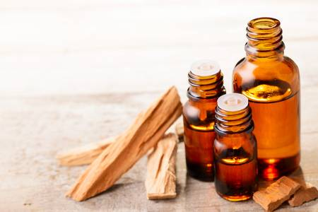 sandalwood-essential-oil-and-wood-block-on-the-table
