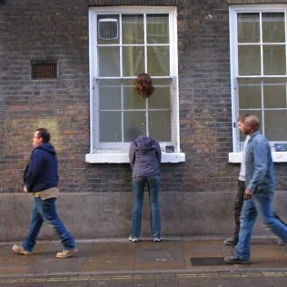 mannequins-city-street-art-installation-trolling-sculptor-artist-mark-jenkins-1-5d1317d03c1ca__700