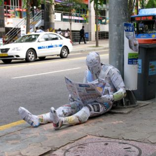 mannequins-city-street-art-installation-trolling-sculptor-artist-mark-jenkins-33-5d131809b77d0__700