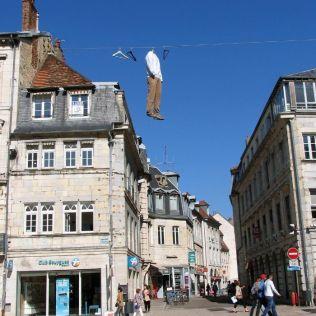 mannequins-city-street-art-installation-trolling-sculptor-artist-mark-jenkins-6-5d1317d88679c__700