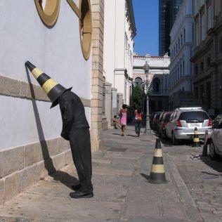 mannequins-city-street-art-installation-trolling-sculptor-artist-mark-jenkins-9-5d1317dd8611a__700