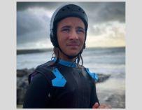 A 14 ans, il surfe une bombe de 9 mètres en Irlande