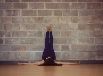 Viparita Karani : 5 choses qui arrivent quand vous mettez vos jambes en l'air