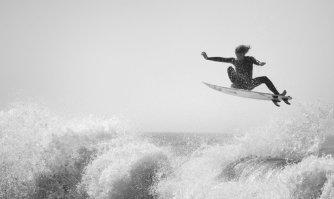 Concours «Follow The Light» : Les superbes images de surf du jeune photographe Paul Green