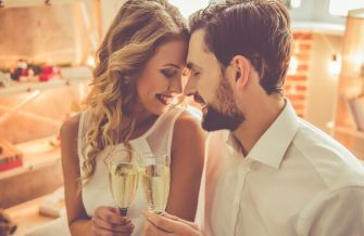6 façons de passer une belle soirée de Noël en amoureux
