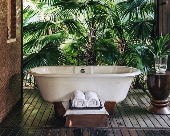 Une baignoire extérieure (1)