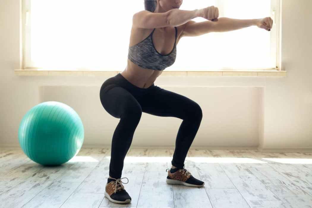 beginners-100-squats-challenge-1680×1120