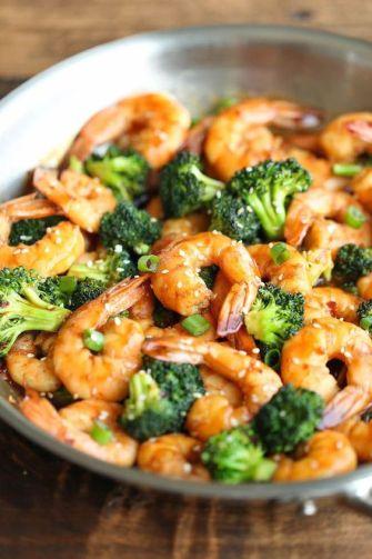 Sauté de crevettes et de brocolis