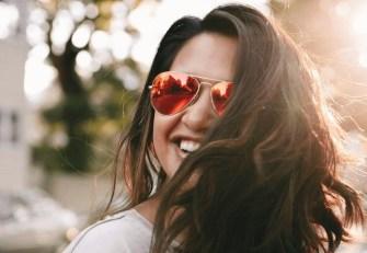 Sourire plus souvent nous rend plus heureux !