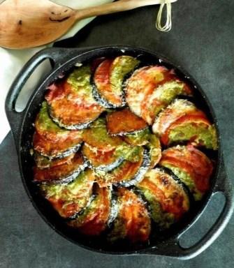 Le gratin d'aubergine et de tomate au pesto