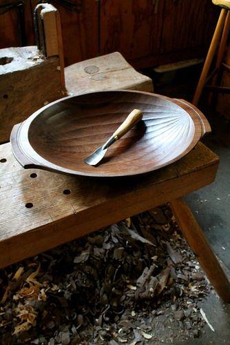 Un umete ancien en bois pour une décoration rustique et traditionnelle