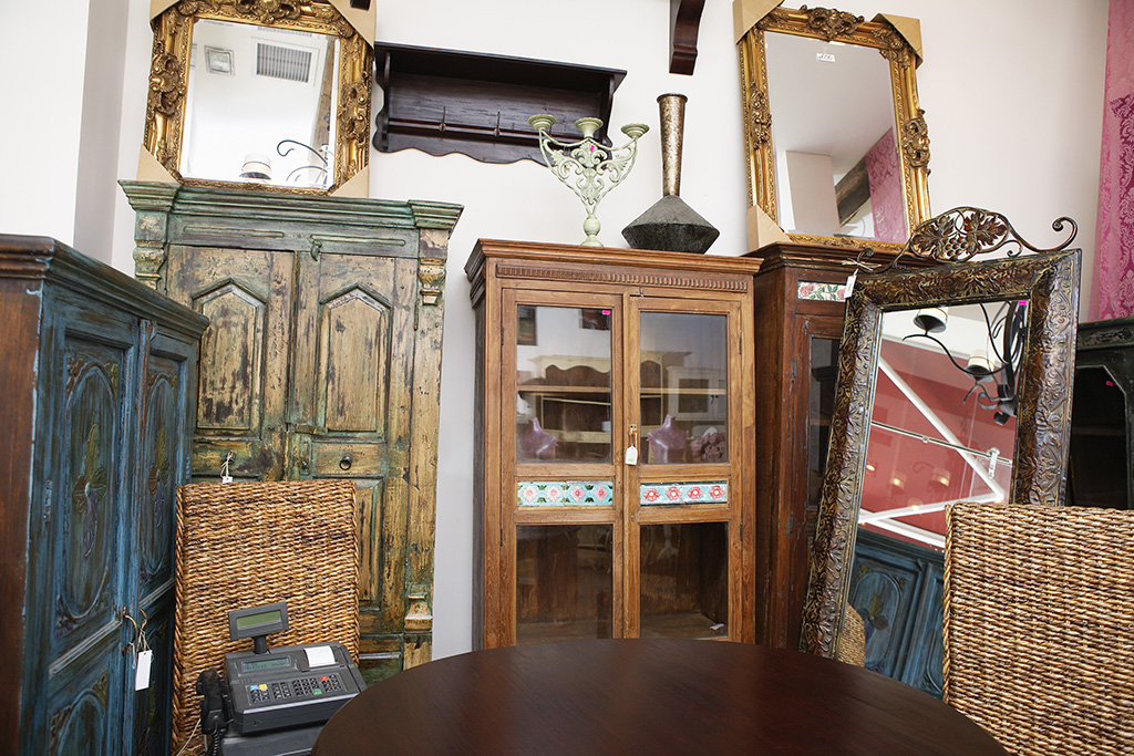 antique mirrors dressers