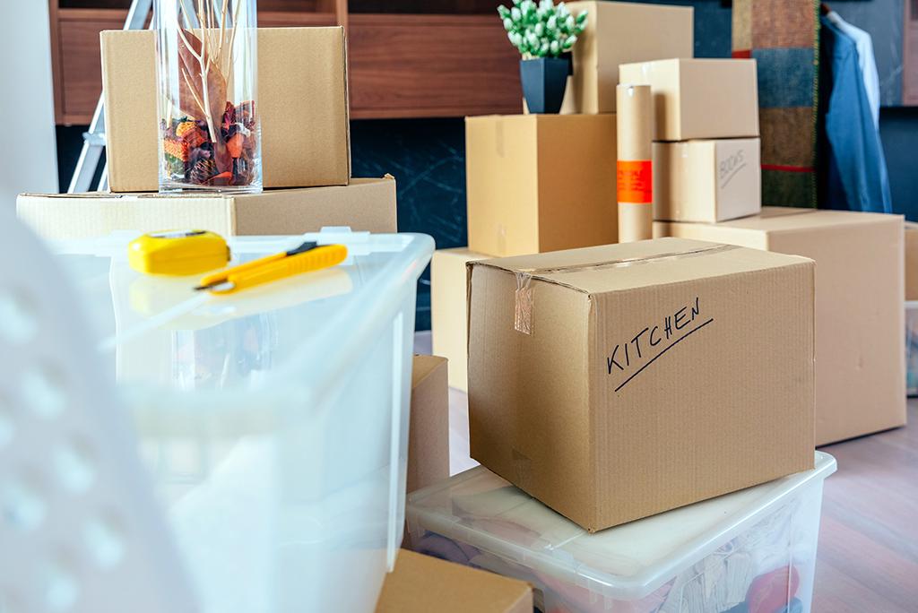 Hiring Professional Packers vs. Packing Yourself: Which Is Right For You?