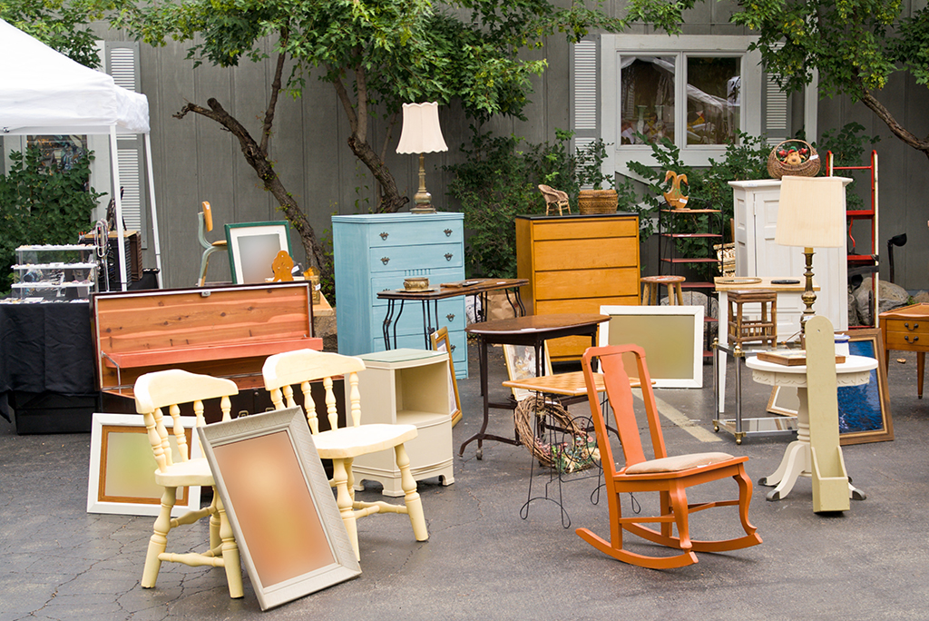 11 Tips for Holding a Successful Pre-Move Garage Sale