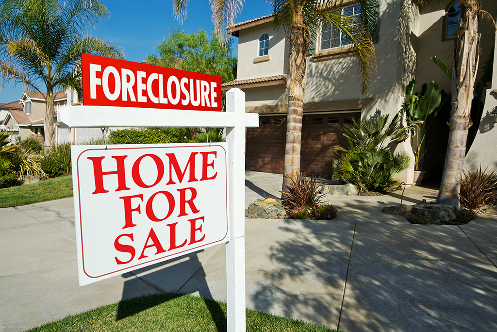 Should You Buy a Home in Foreclosure? 5 Factors to Consider