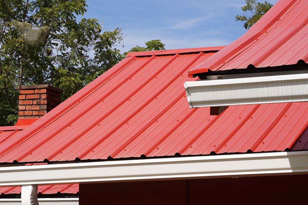 7 Reasons To Consider Metal Roofing For Your Home | Moving.com
