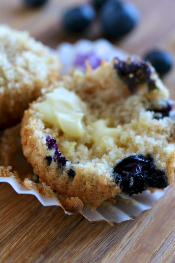 blueberry muffins with toasted coconut | movita beaucoup